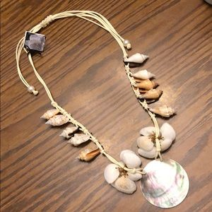 Jewelry - Splendid sea shell statement necklace NWT's